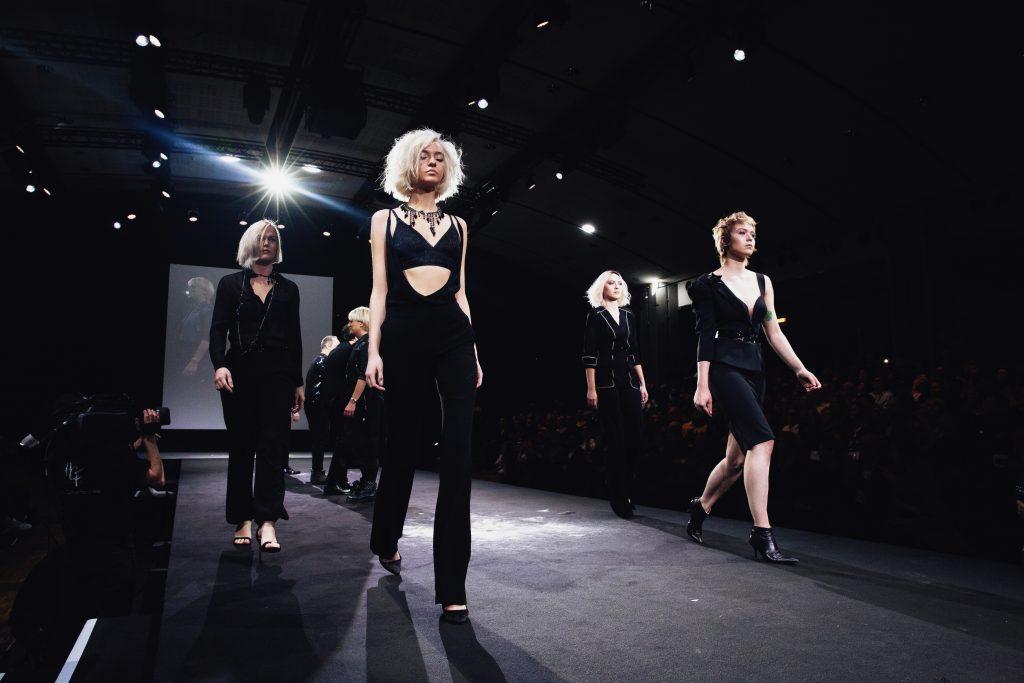 Show de la Haute Coiffure Française 2019 au Carrousel du Louvre, Paris, France.